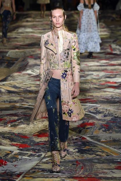 Alexander McQueen Look 18
